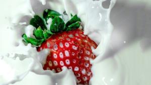 クリームほおばる苺のケーキ,ファミマ,カロリー